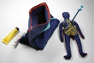 poupée et trousse - Consultations pédiatriques